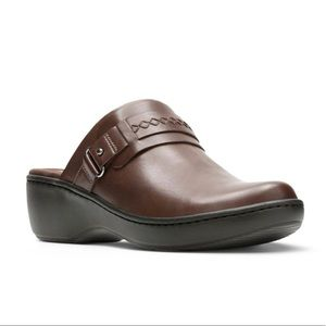 Clark's Delano Amber Leather clogs size 8.5